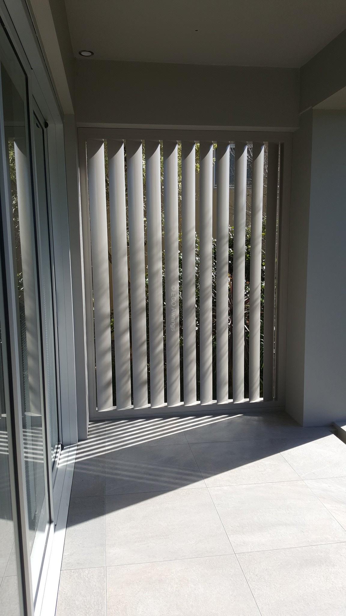 privacy screen louver with 160 fixed vertical blades 100x50 box
