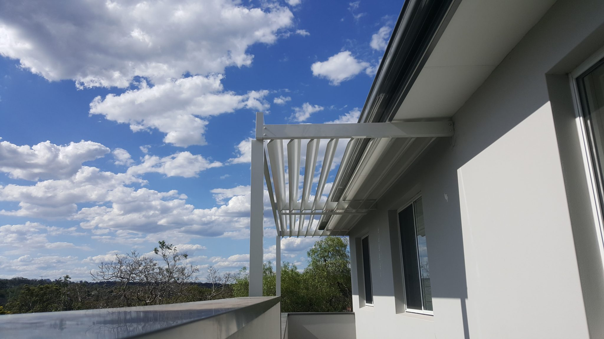 Louvre Roof Patio Cover With Adjustable 160mm Blades In A